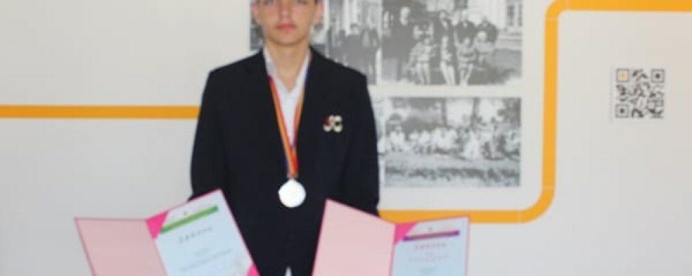 """Eдинадесетокласникът Иван Попов влезе в историята на Гоце Делчев и на неговото училище ПМГ """"Яне Сандански"""" с поредното си постижение"""